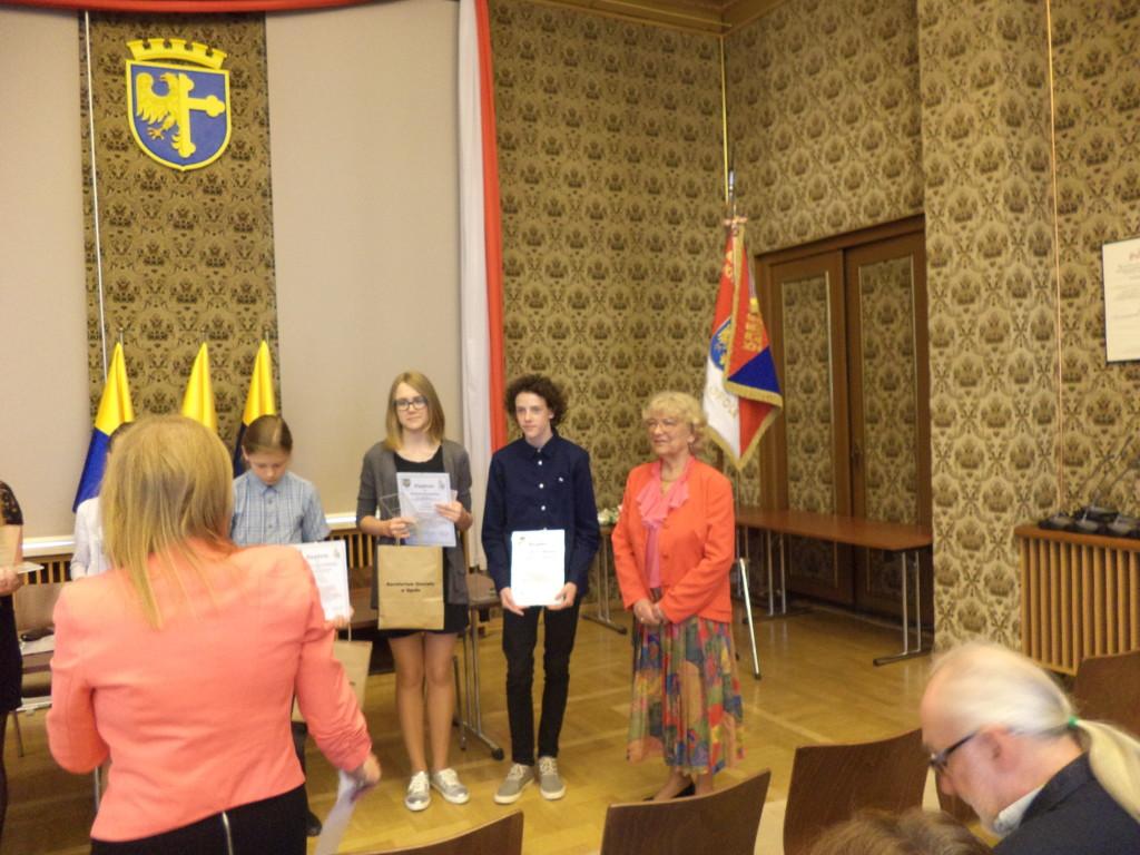 Prezes Irena Kalita z laureatami