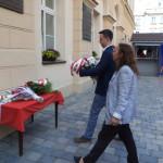 Kwiaty składa Przewodniczący Rady Miasta Marcin Ociepa
